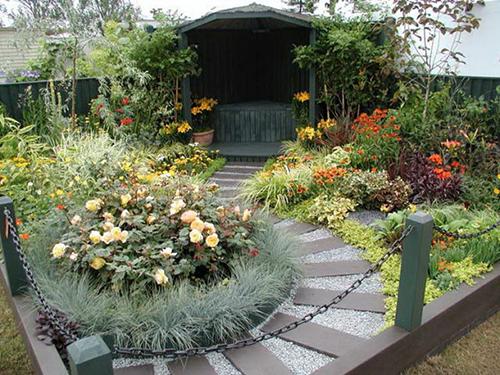 Ландшафтный дизайн участка в городе сад в Симферополе
